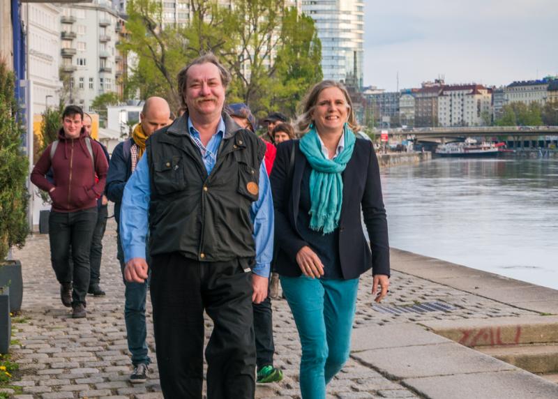 SUPERTRAMPS Tour-Guide Ferdinand mit Fremdenführerin Katrin Kadletz (c) Alexander Fortunat